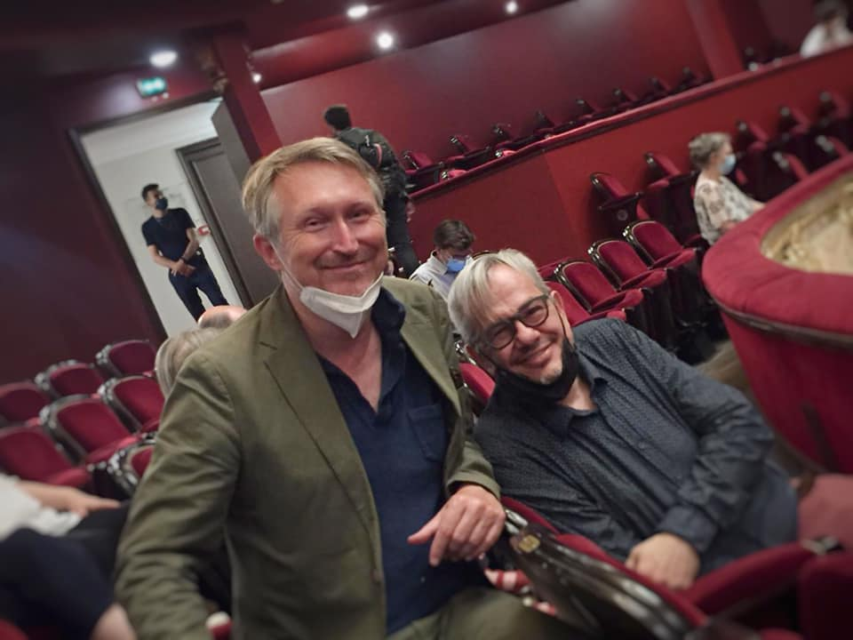 "Christophe Mirambeau (r.) and Kevin Clarke at the performance of ""V'lan dans l'œil"" at Châtelet. (Photo: Manuel Brug)"