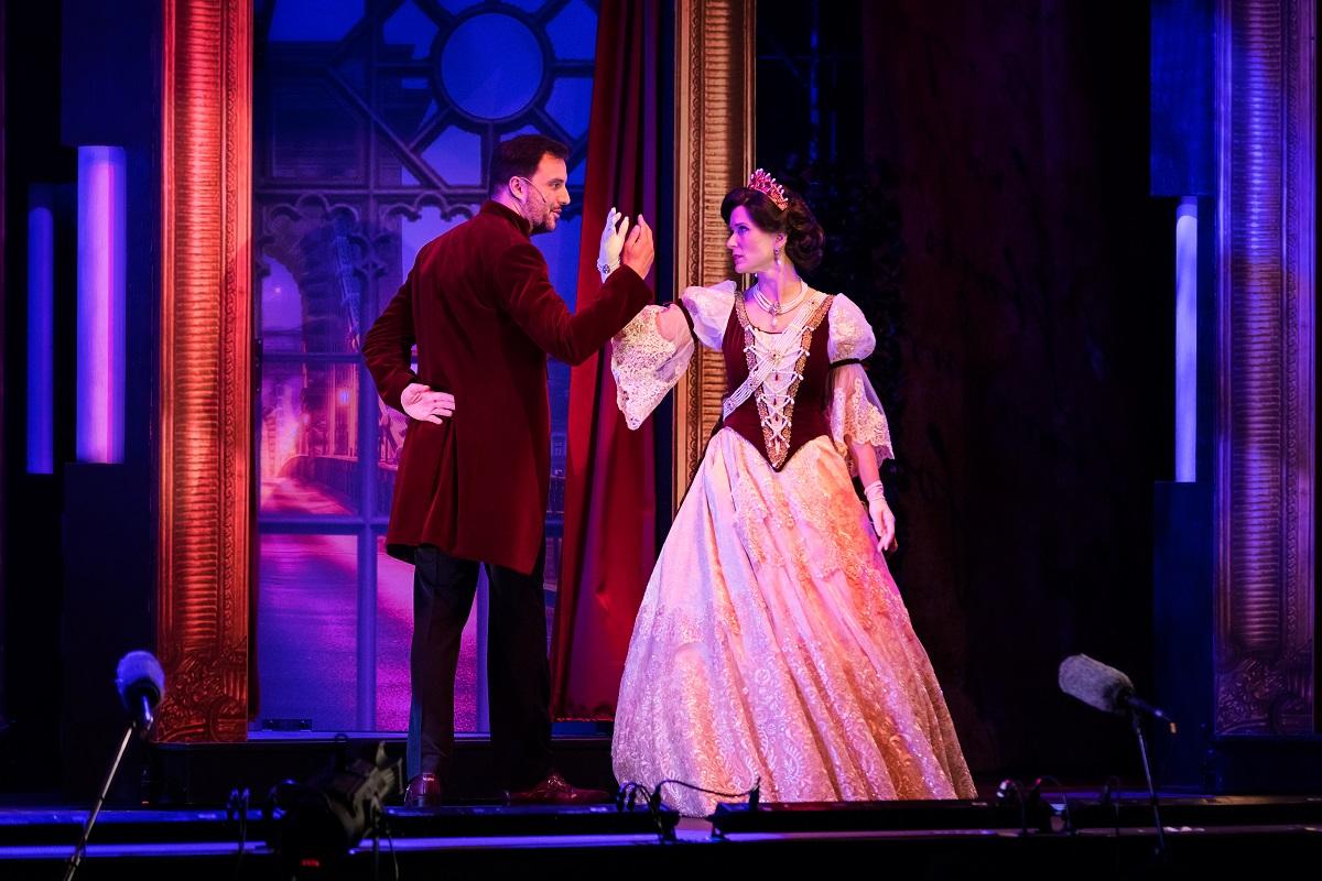 "Shall we dance? Scene from ""Sissi, Queen of Hungary,"" 2021. (Photo: Monarchia Operett)"