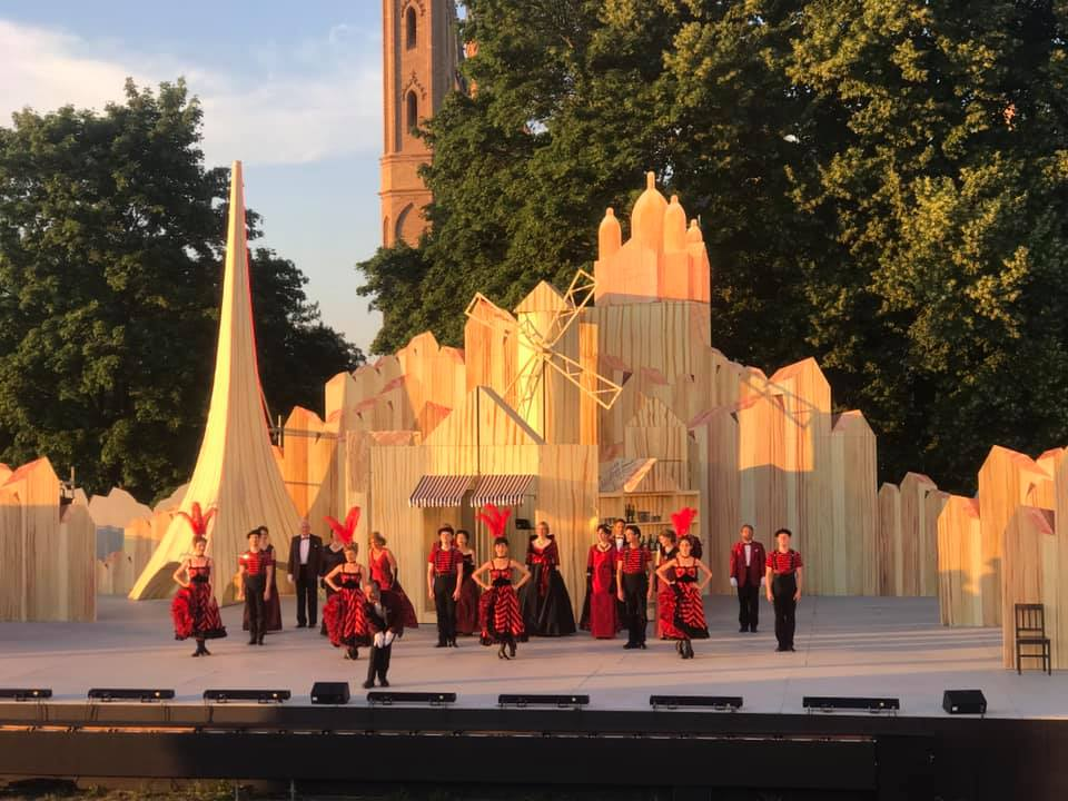 """The dance company taking their bows after the """"Pariser Leben"""" performance in Neustrelitz. (Photo: Private)"""