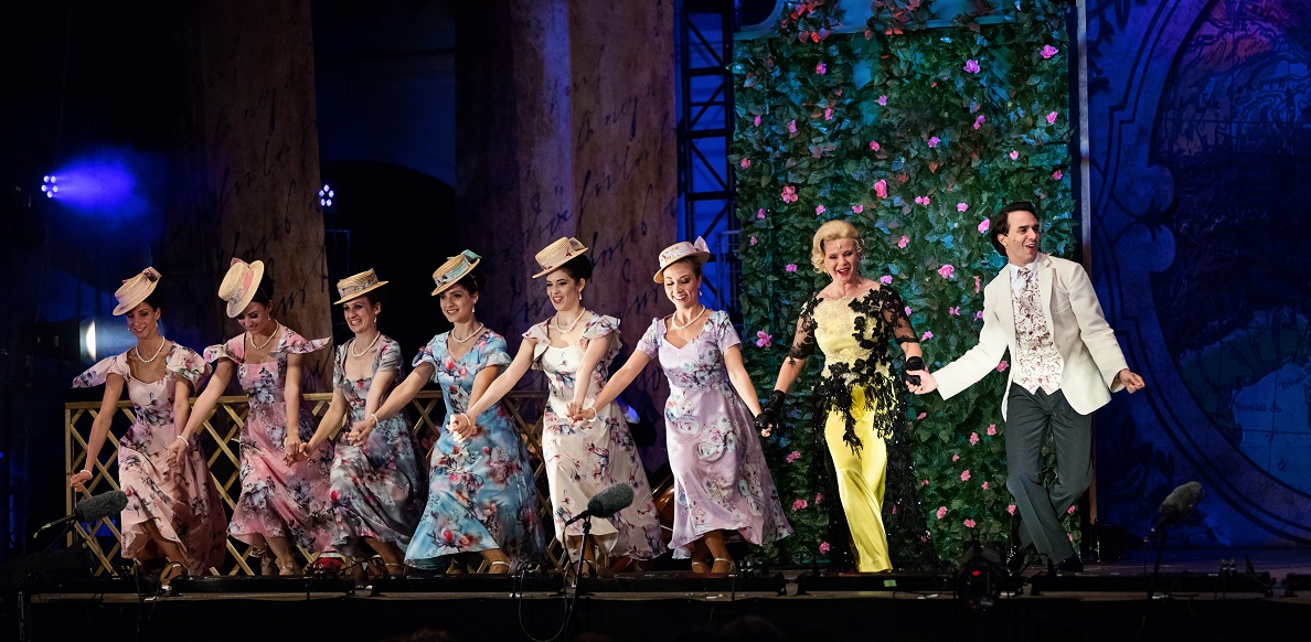 """A chorus line in """"Sissi, Queen of Hungary,"""" 2021. (Photo: Monarchia Operett)"""