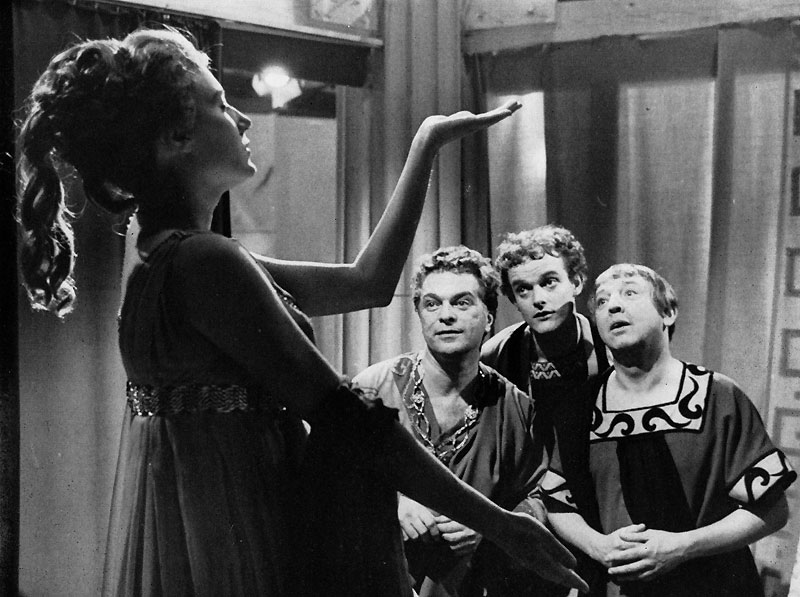 """A scene from a 1963 production of """"Die schöne Galathée."""" (Photo: Wiki Commons)"""