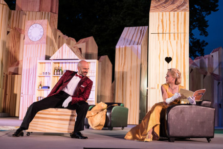 "Bare-Butted Dancers In A Screw-It-Together IKEA Box: ""Pariser Leben"" in Neustrelitz"