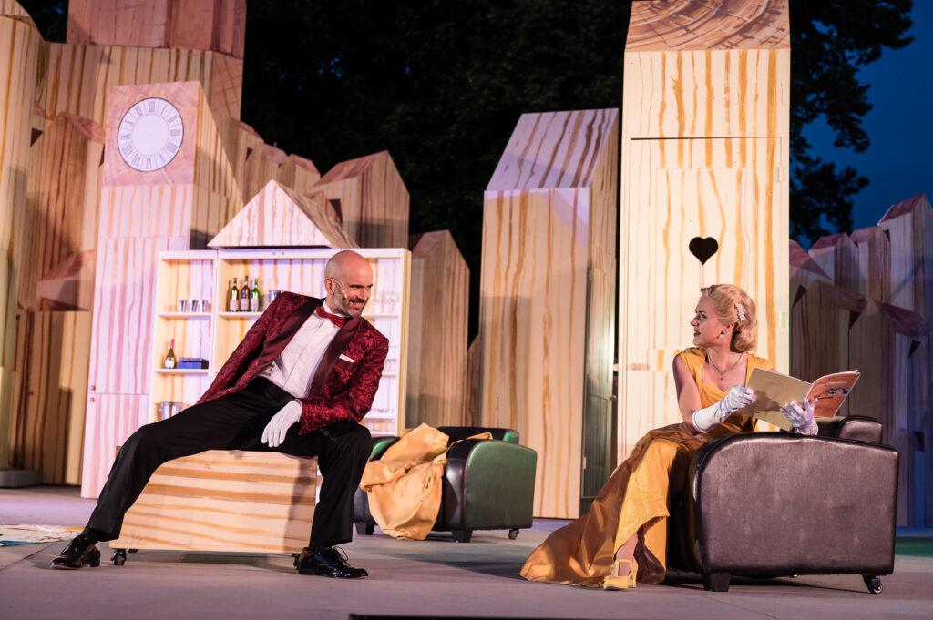 Matthew Peña as Raoul de Gardefeu and Syrinx Jessen as Baroness Christine. (Photo: Jörg Metzner)