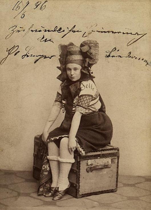 """Therese Biedermann as Jeanne in """"Waldmeister,"""" 1895. (Photo: Rudolf Krziwanek  / Theatermuseum Wien)"""