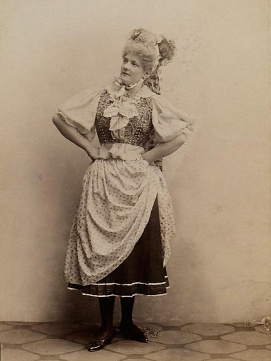 """Johanna Frey as Malwine in the 1895 premiere of """"Waldmeister"""" at Theater an der Wien. (Photo: Rudolf Krziwanek / Theatermuseum Wien)"""