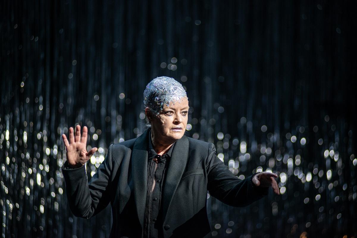 "Josefin Platt as the Moon over Soho in ""Dreigroschenoper."" (Photo: JR Berliner Ensemble)"