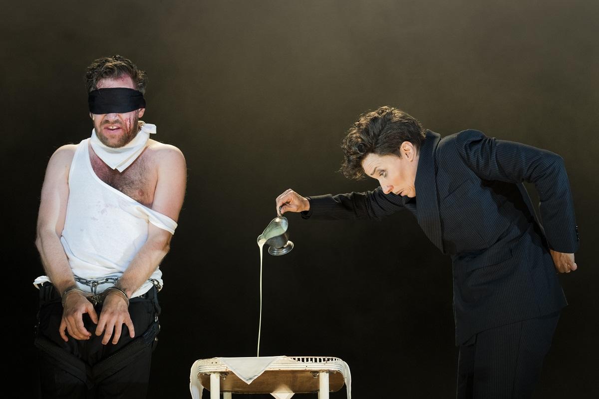 """Nico Holonics and Kathrin Wehlisch in """"Dreigroschenoper"""" at Berliner Ensemble. (Photo: Jörg Brüggemann / OSTKREUZ)"""