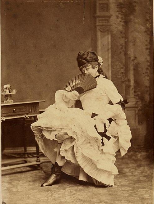 "Felix Schweighofer cross-dressed in ""Charleys Tante,"" 1885. (Photo: Atelier Rudolf Krziwanek / Theatermuseum Wien)"