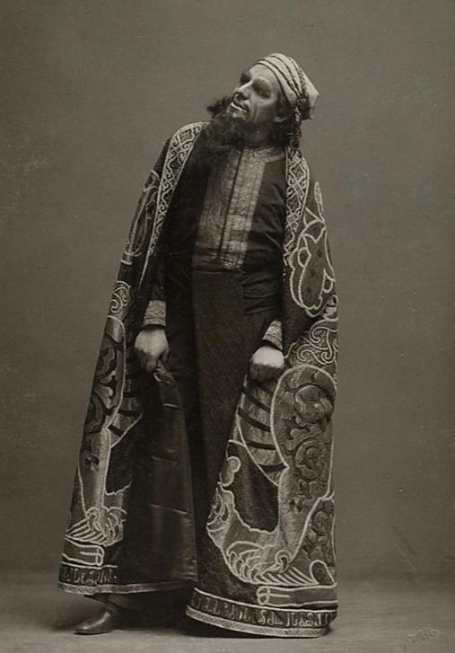 "August Maria Markowsky as ""Eleazar"" in ""Die Jüdin,"" at Jubiläums-Stadttheater in Vienna, 1914. (Photo: Ludwig Gutmann / Theatermuseum Wien)"